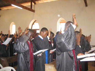 Université Adventiste Cosendai logo